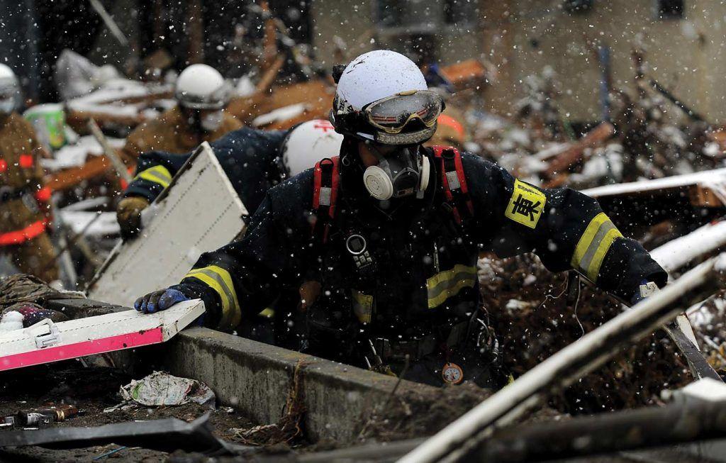 FukuShima-earthquake-snow-search