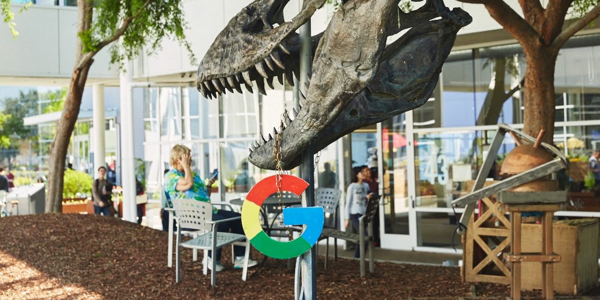 Dinosaur-skeleton-at-Google.max-2800x2800cover